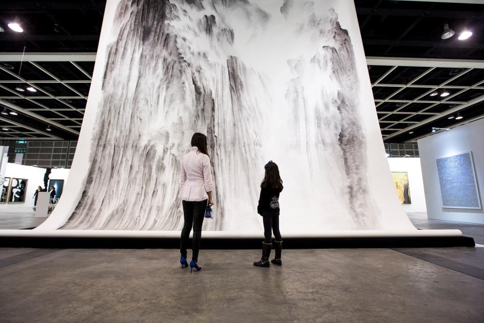 España y Brasil son los dos países iberoamericanos mejor representados en la nueva edición de la feria Suiza de arte, más importante del mundo, con seis galerías, cada uno. Art Basel, la feria de creación moderna y contemporánea, se celebra del 18 al 21 de junio en Basilea.